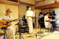 8月20日(土)二胡とギターの演奏会を行いました。