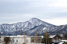 日野山が美しく見える季節になりました。